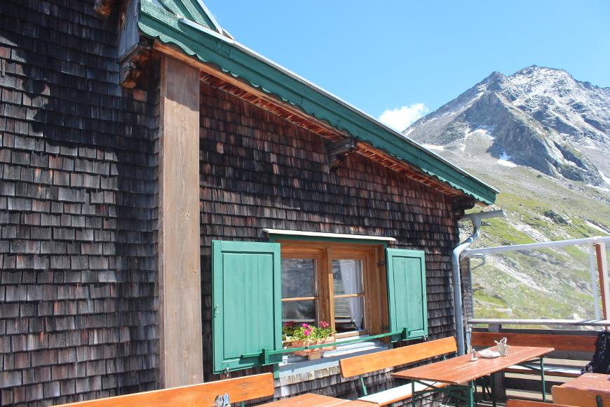 Kasseler Hütte im Zillertal Sonnenterrasse