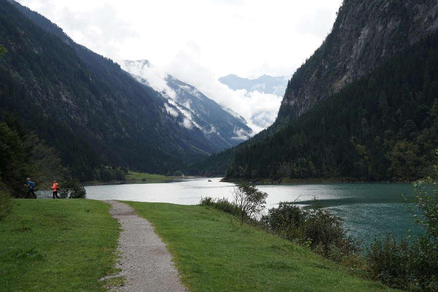 Wanderweg am Stillupspeicher im Zillertal
