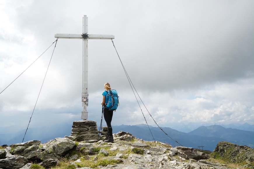 Kreuzjoch zwischen Zell und Gerlos: ein wunderschönes großes Gipfelkreuz