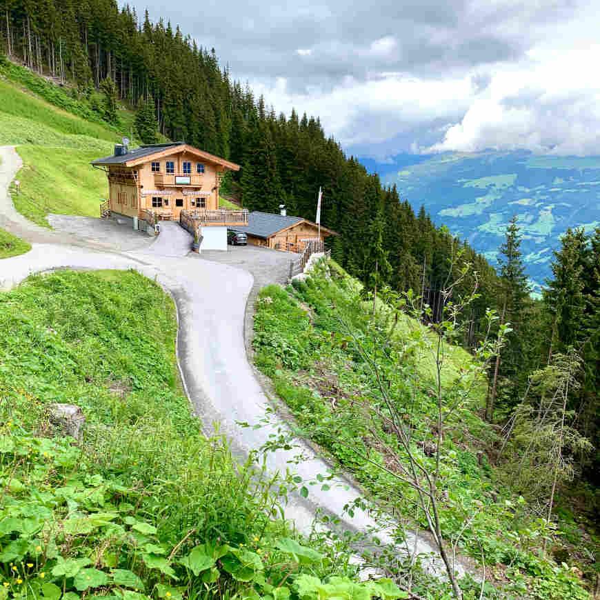 Auffahrt Nasenalm im Zillertal mit dem Auto