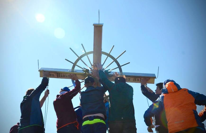 Errichtung des neuen Gipfelkreuzes auf dem Rifflerkogel am 27.06.20